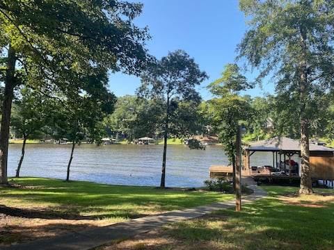 4 bedroom LAKE FRONT home on Lake Sinclair