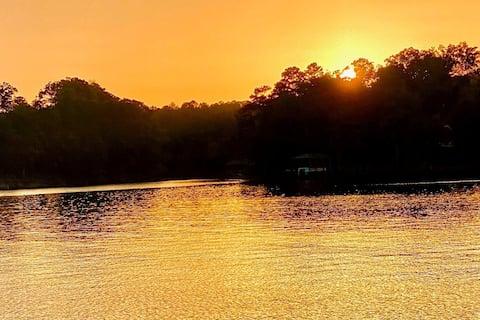 Beautiful Lake Wylie: SUPS, dock, firepit, & beach