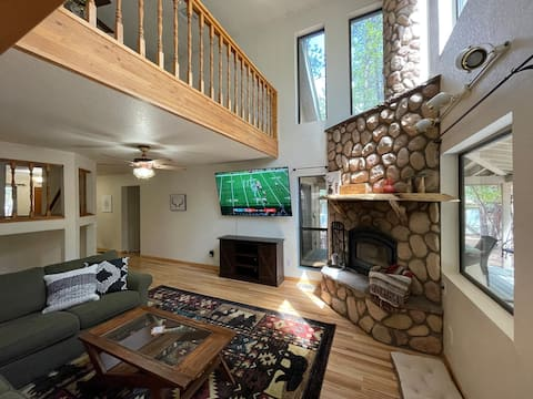 Large 2-Bedroom Cabin with Roomy Kitchen and Patio