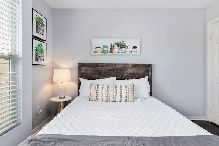 Incredibly comfortable bed with memory foam topper, pottery barn sheets and duvet.
