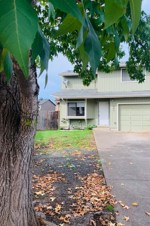 Wonderful Townhome close to shopping & Hospital!!!