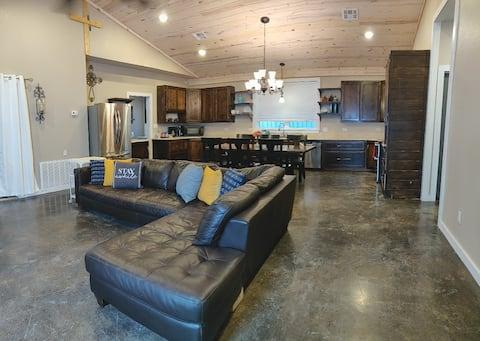 BlueBird Cottage, Comfortable 2-Bedroom near Lakes