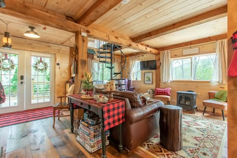Cozy Cub Cabin • 2 mi Lake George • 24 ac + brook