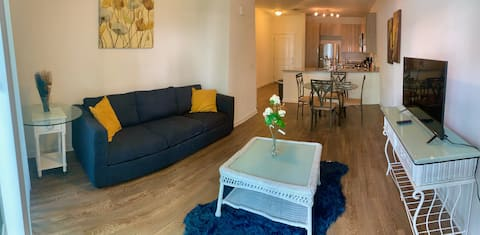 Lovely 1BR+Huge Queen Bd+Pet Friendly+Heated Pool