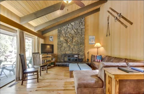 Classic Sunriver! AC, Hot Tub, Game Room, By SHARC
