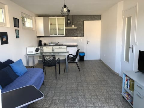 BREZOLLES:appartement 2 pièces rez de chaussée