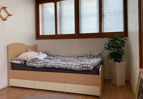 Cozy Guest Room in Jeju City For Solo Travelers