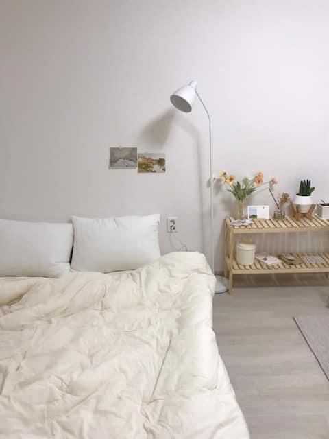 (리모델링,넷플릭스) 다세대 주택·Hwajeong-dong, Dong-gu : 플로라맨션
