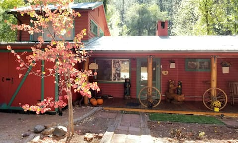 The Stag & Doe Creekside Cabin- ON Tonto Creek!