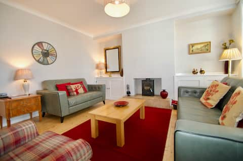 Charming 3 bedroom house in idyllic location