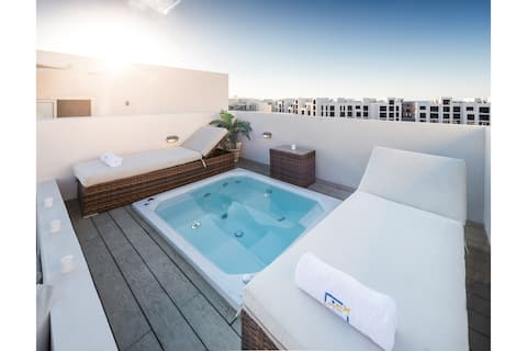Luxe 3BDR w/ Private Rooftop Jacuzzi & Beach Access