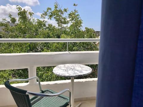 غرفة 207 مطلة على الشرفة  ومريحة