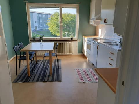 1 bedroom apartment located 10 mins from City and next to Volvo