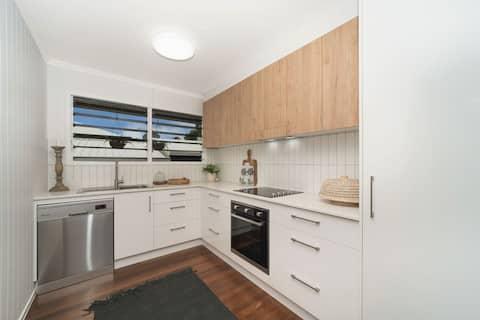 "Townsville City ""W.E. Cottage"" West End 4810"