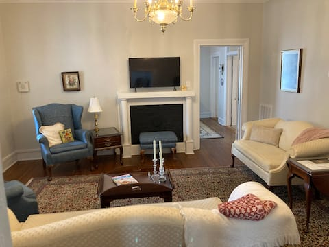 The Archibald White House - historic 2 bedroom apt