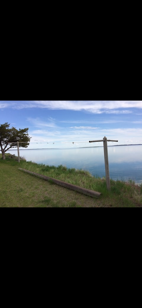 Cheerful Lake Cottage in Fort Peck, Montana
