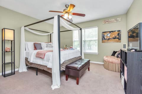 1 BR/1.5 Bath Townhouse, 15 mins from airport IAH!
