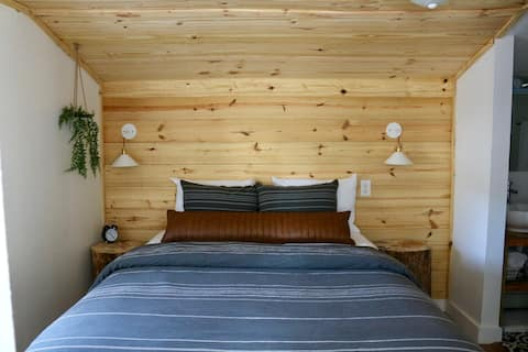Guest House in the Pines-One bedroom getaway