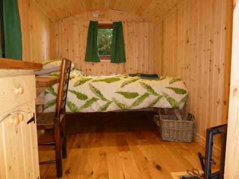 Wyvern: 1-bed Shepherd's Hut with woodburner