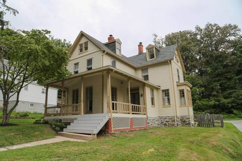 Charming Victorian, steps from Main Street