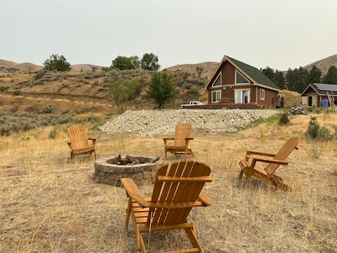 Peaceful 2 bedroom Cabin 15 min from Lake Chelan.