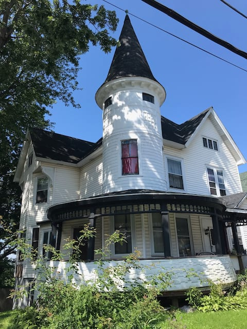 1890's Victorian home with loads of character