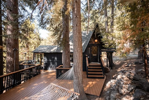 Mid-Century Cabin Perfect for Romantic Getaway