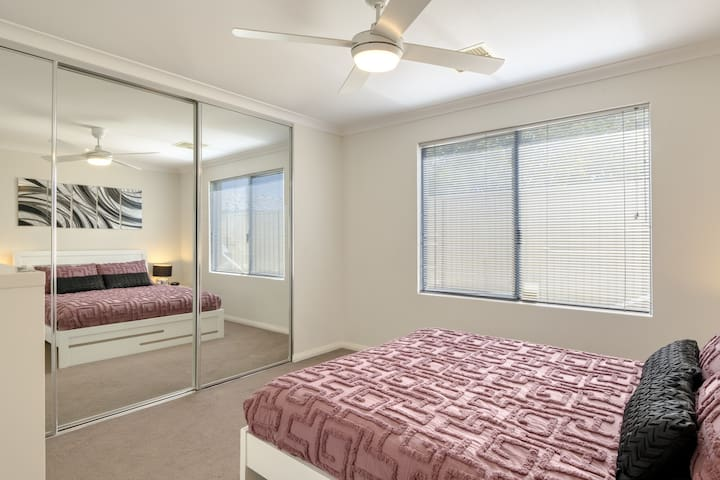 In the main bedroom, guests can sleep easy in a plush queen-sized bed. The master bedroom benefits from built-in storage and a private ensuite bathroom.