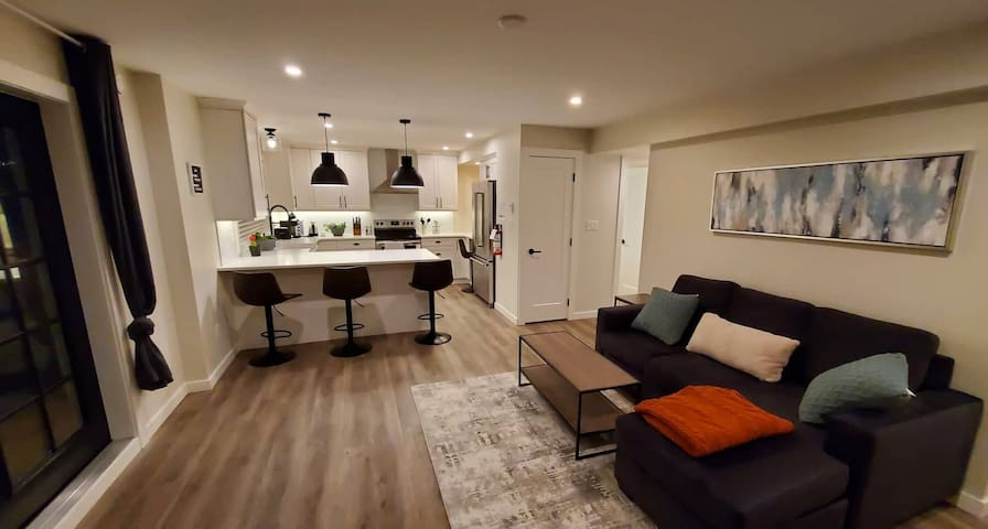 well-lit 800 square foot space with all the comforts of home at your fingertips.