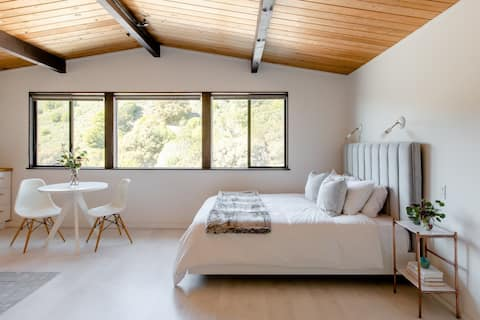 Scandinavian Studio with Views, 5 minutes from UCB