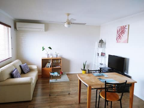 Comfortable One Bedroom Unit Close to Amenities