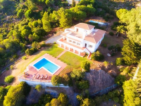 Private Family villa with spectacular see views