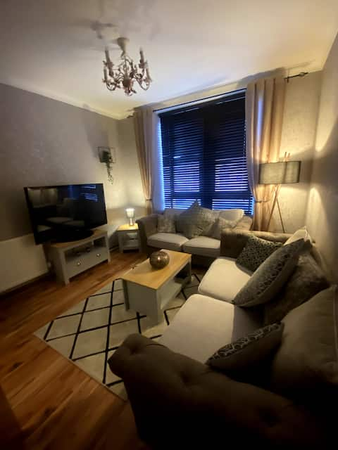 Lovely 1 bed ground floor apartment with parking