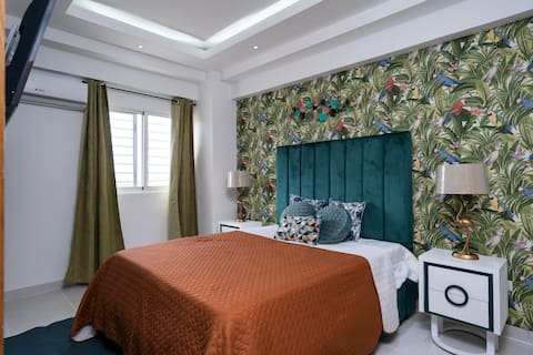 *Tropical Luxury And Charming*-2BR-Wifi-a/C- Poll-