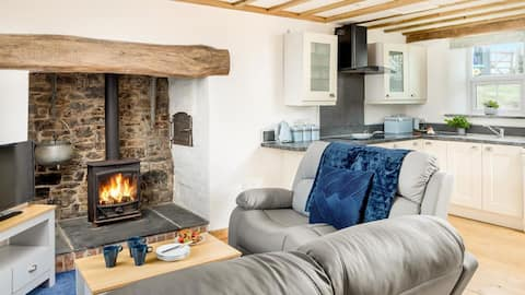 Starlings- Delightful 2 bedroom farmhouse cottage