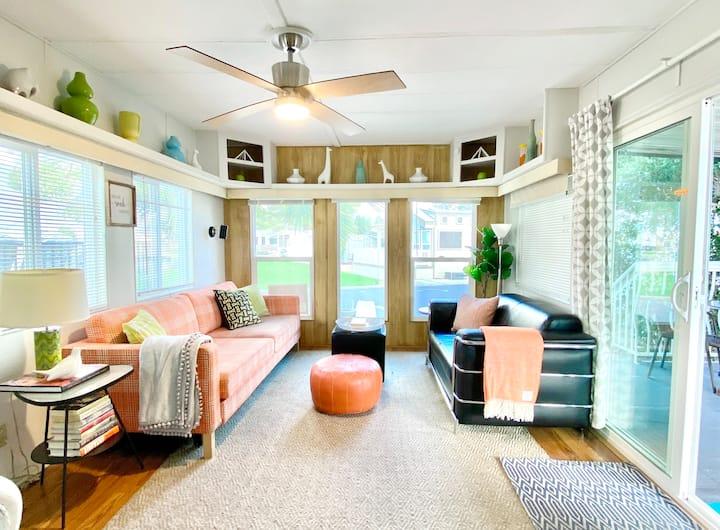 Retro Pod tiny home, Hot Springs Resort, WiFi, Pet