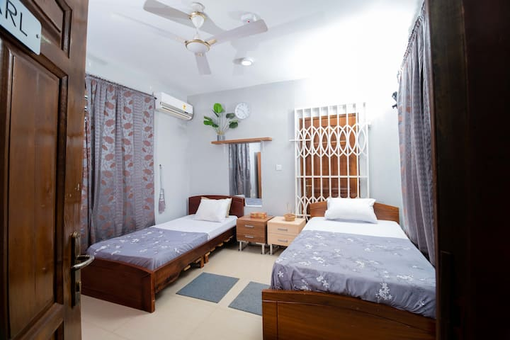 JSM COURT- PEARL-QUAINT ROOM WITH TWO BEDS SUITABLE YOUNG ADULTS AND THE ELDERLY FOR YOUR VACATION/ WORK RELAXATION, VERY AFFORDABLE ENCHANTING  COMFORT THAT LEAVES LINGERING MEMORIES