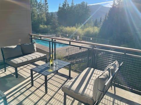 Ski In/Out 2+ Bedroom pool & great views