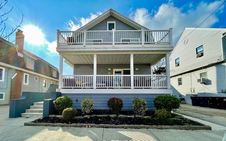 Spacious 4 Bedroom Home 1 block to the beach