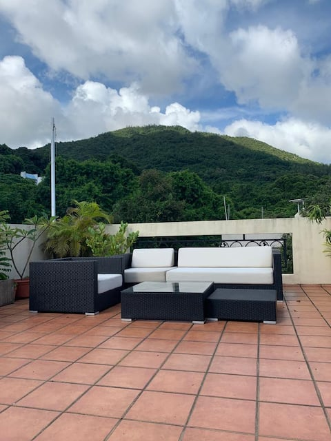 Beautiful One-Bedroom, Rooftop and Ocean View!