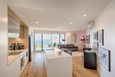 Modern 2Brm Waterfront Apartment