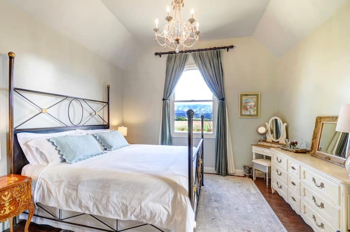 Romantic Elegance + Vineyard Views