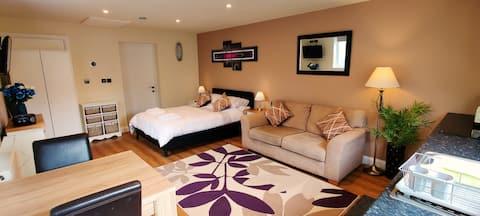 Ashby-de-la-Zouch. Adorable 1 double bed studio