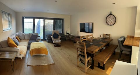 A modern, open plan home with 2 double bedrooms.