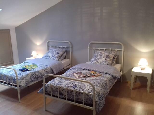 Chambre avec 2 lits  90 X190
