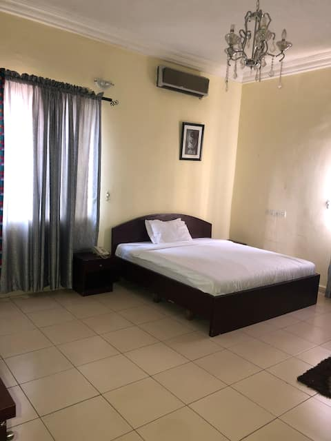 Charming 5 bedroom hotel with pool.