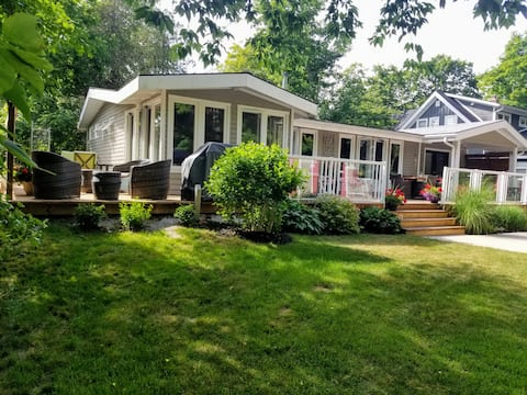 Cozy four bedroom cottage w/ parking & wood stove