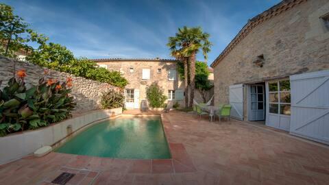 Maison de village 8 couchages avec patio et bassin
