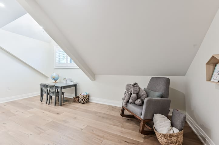 4TH BEDROOM / FLEX ROOM