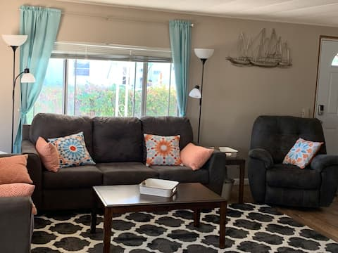 Newly renovated 3 bedroom 6 miles from Navy Base